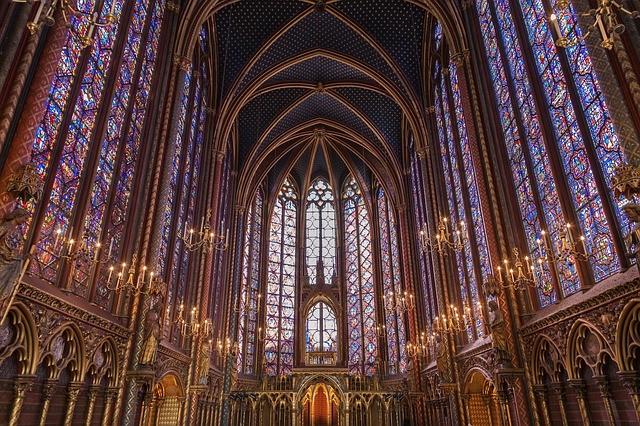 http://utazas-nyaralas.info/parizs/sainte-chapelle.jpg