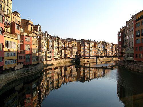 Girona, házak a folyó mentén